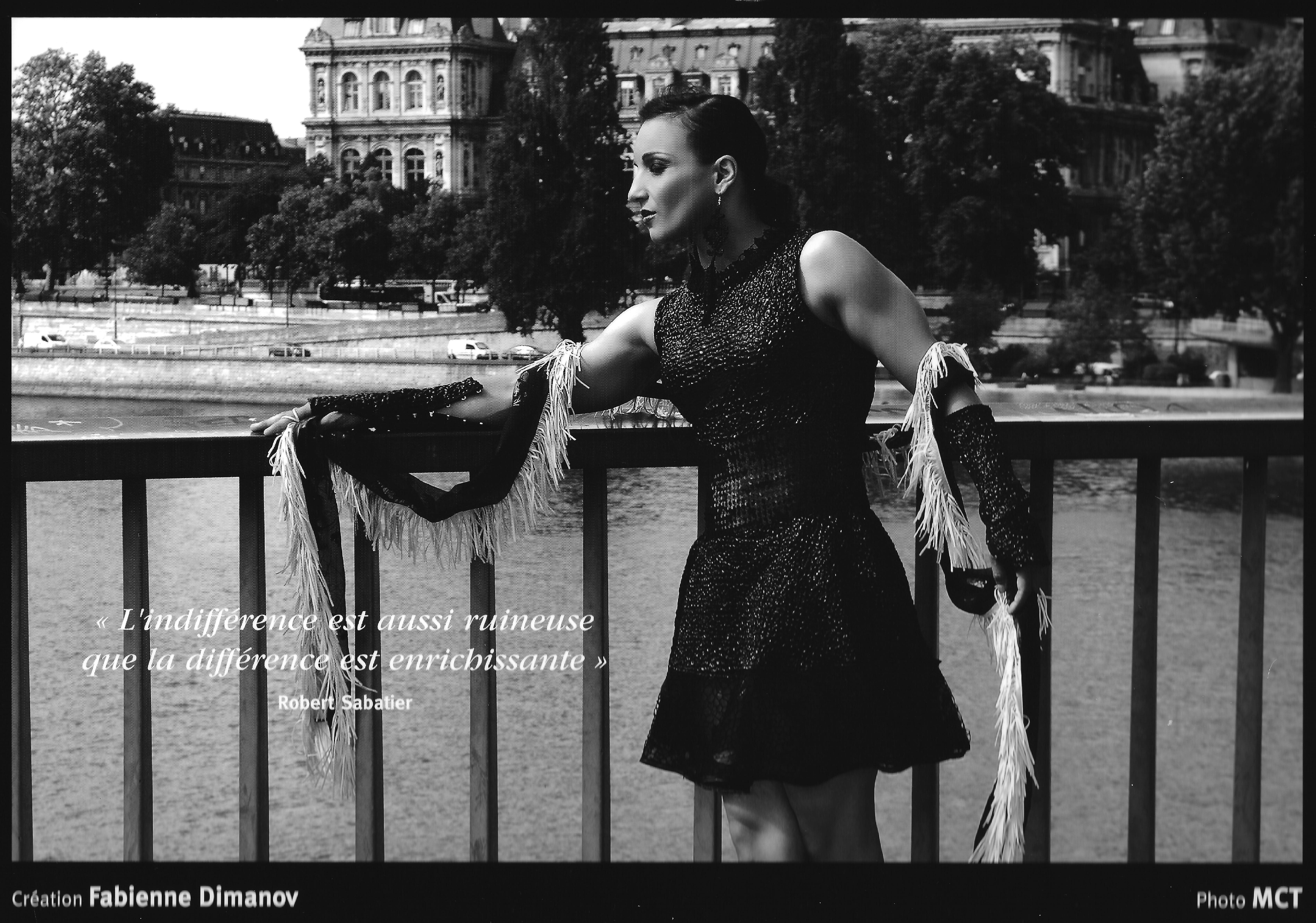 """AOUT 2016 sur le calendrier Ébène & Ivoire - Black & White Sarah Ourahmoune sur le pont Saint Louis. """"L'indifférence est aussi ruineuse que la différence est enrichissante"""" création Black & White de Fabienne Dimanov Paris – à Pont Saint-Louis."""